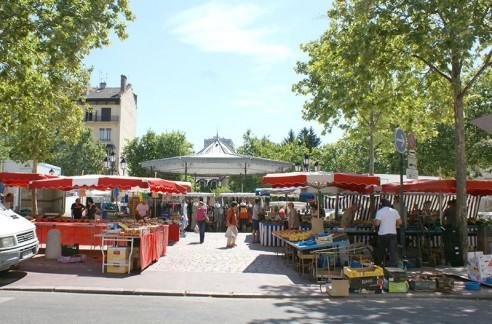 Marché place Ambroise Courtois