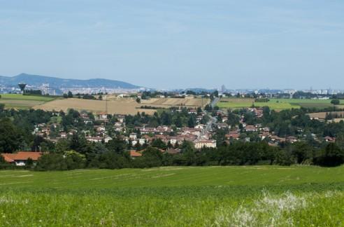 Vue de Saint-Symphorien-d'Ozon, Lyon en toile de fond