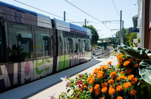 Le Tram-Train en gare de Brignais